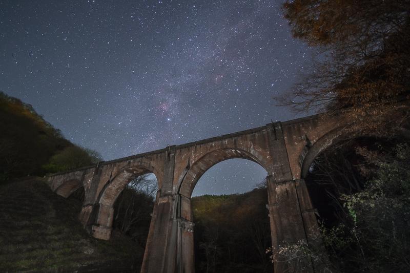 めがね橋と天の川B.jpg