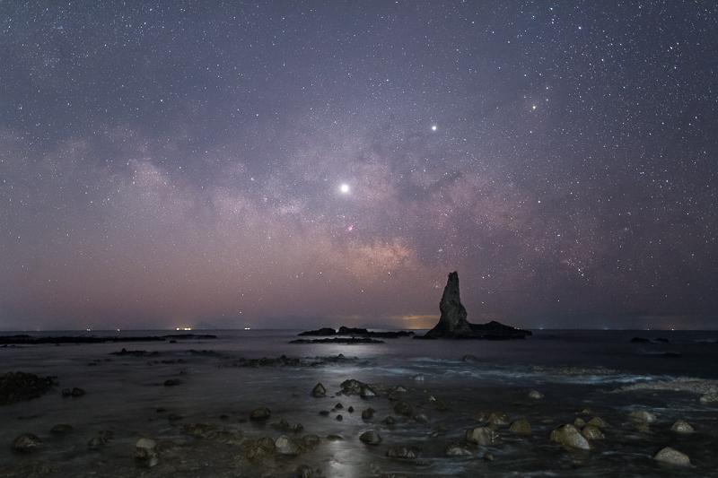 ローソク岩と天の川B.jpg