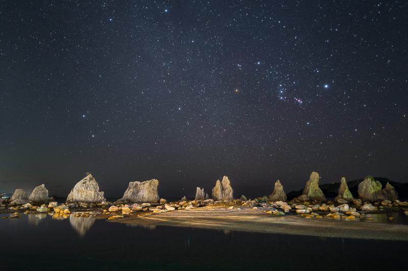 橋杭岩と冬の星座B.jpg