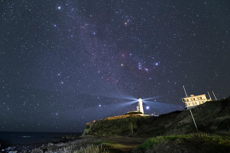 犬吠埼灯台と冬の星座B.jpg
