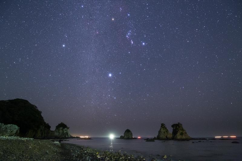 逢ヶ浜の奇岩と星空B.jpg