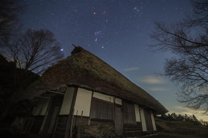 かやぶき民家と星空B.jpg