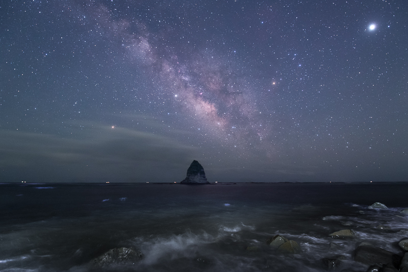 ローソク岩と天の川2B.jpg