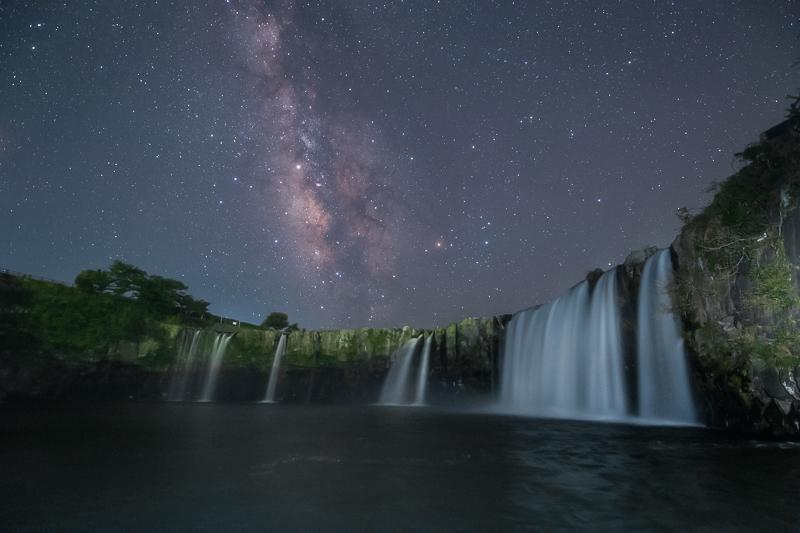 原尻の滝と夏の銀河B.jpg