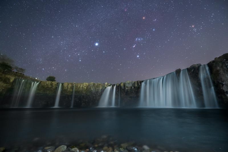 原尻の滝と星空B.jpg