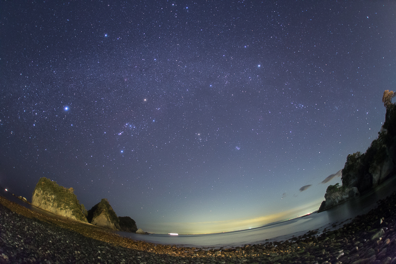 堂ヶ島に流れる冬の銀河B.jpg