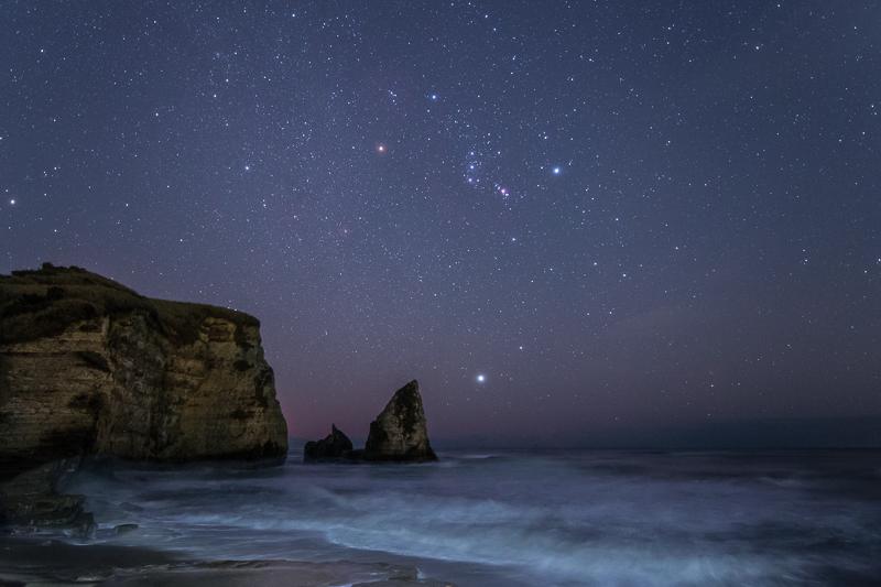 大波月海岸に昇るオリオン座B.jpg