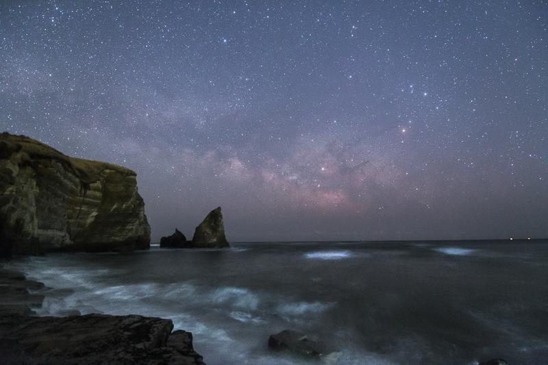 大波月海岸に昇る天の川B.jpg