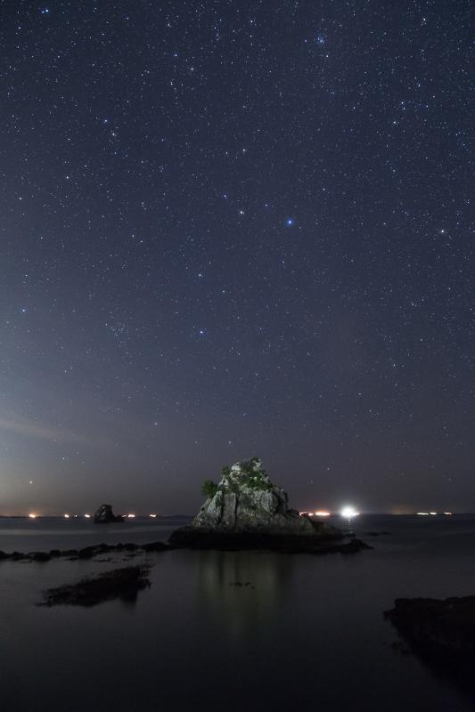 大瀬漁港と昇るしし座B.jpg