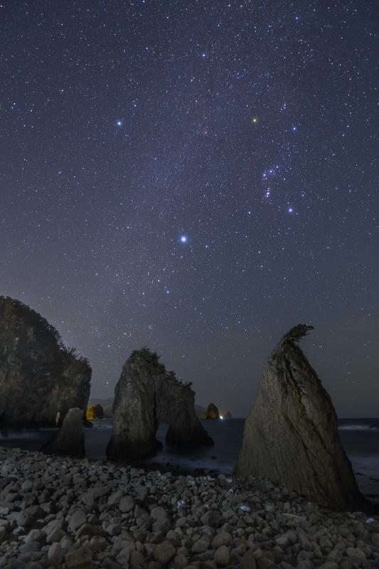奇岩と冬の星々B.jpg