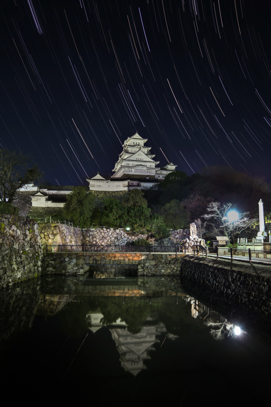姫路城と星の軌跡B.jpg