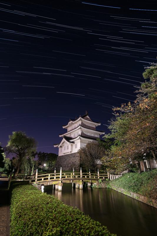 忍城と南天の星空B.jpg