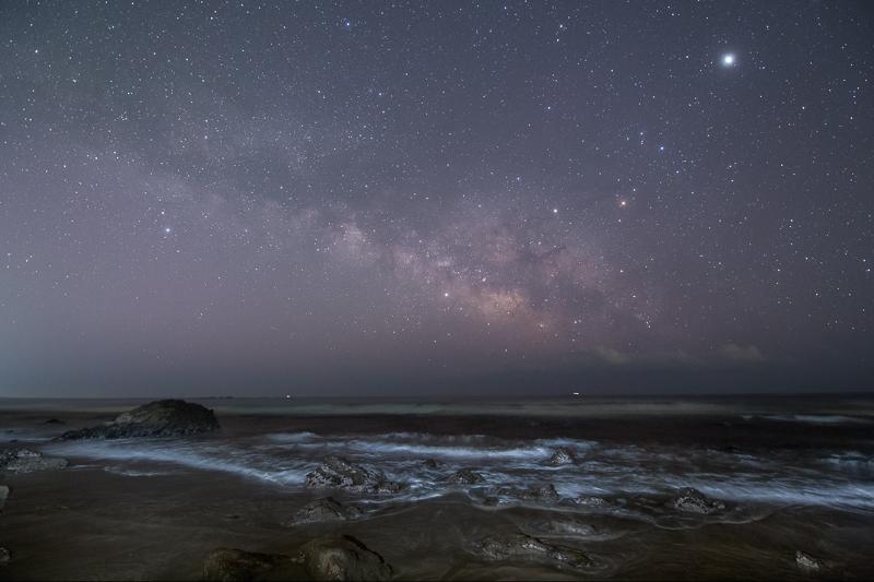 早春の海に昇る夏の天の川B.jpg
