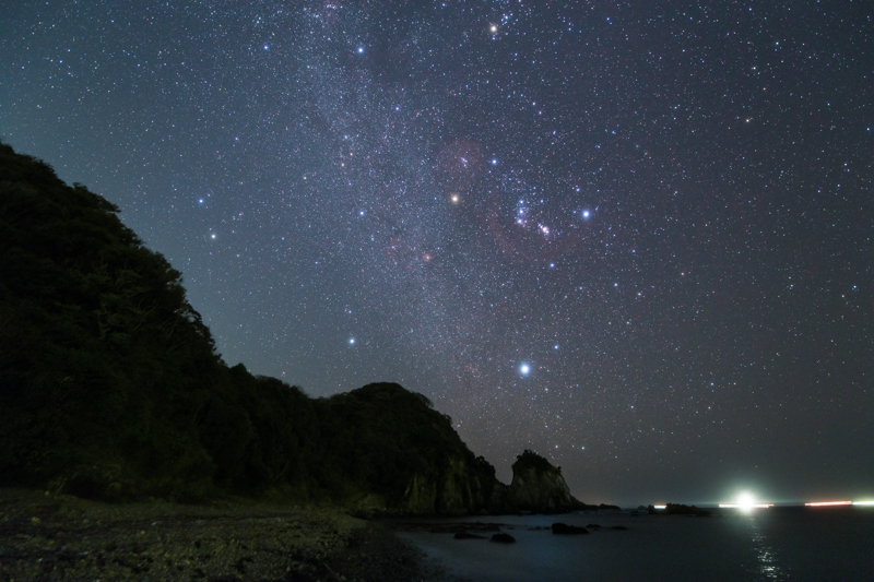 昇るオリオン座と冬の天の川B.jpg