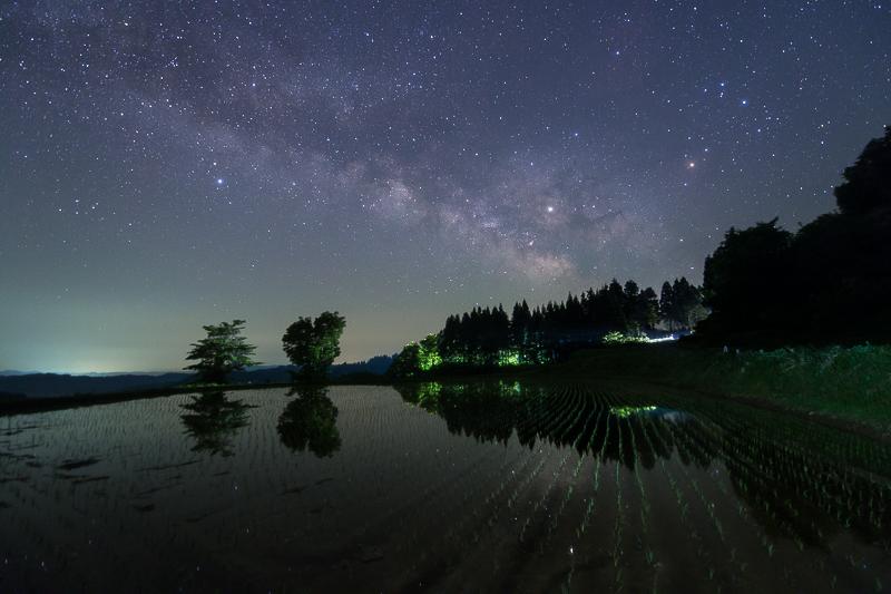 星峠の棚田に映る天の川B.jpg