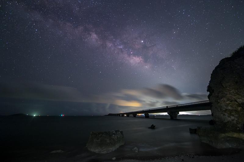 池間大橋と天の川B.jpg