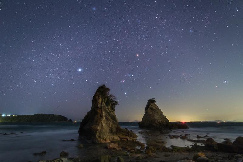 法華崎に沈む冬の星々B.jpg