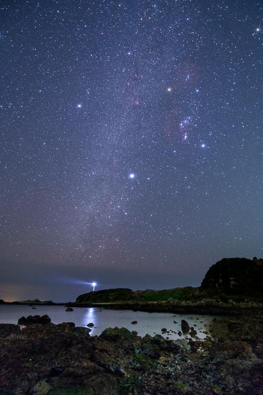 爪木崎灯台と星空B.jpg