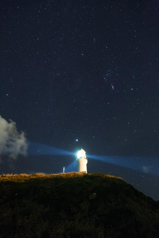 犬吠埼灯台とオリオン座B.jpg