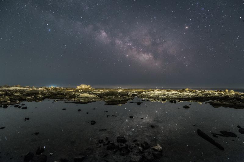 磯に浮かぶ天の川B2.jpg