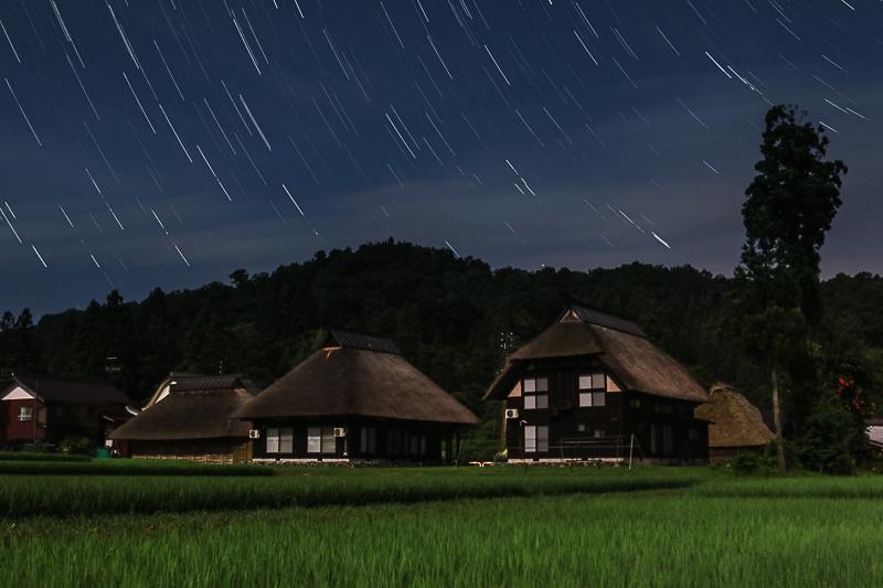 茅葺の里と星空B.jpg