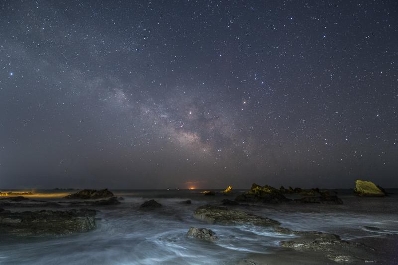 荒磯に昇る夏の銀河B.jpg