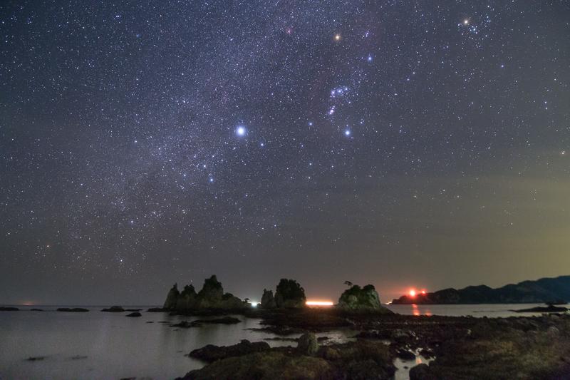 蓑掛石に流れる冬の銀河B.jpg