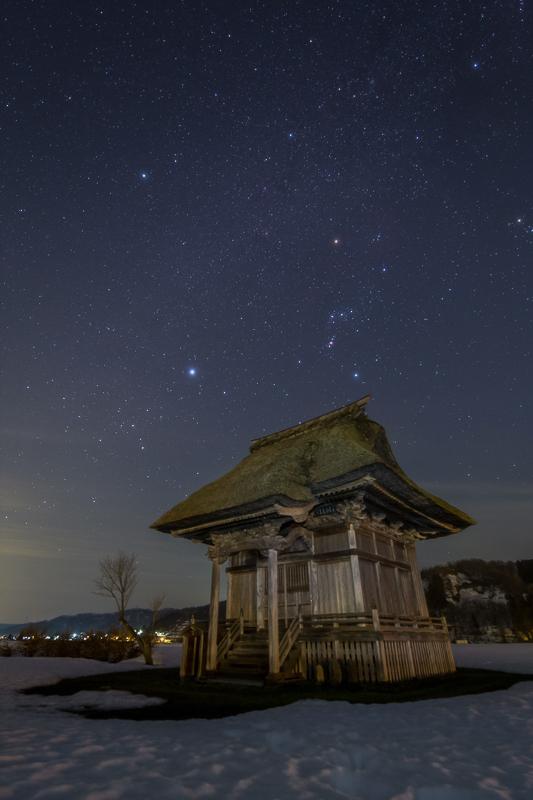 観音堂と冬の大三角B.jpg