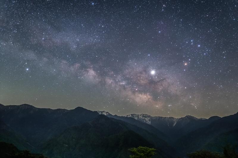 赤石岳に昇る天の川B.jpg