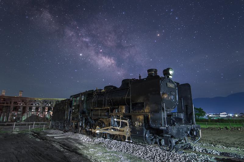 鉄道遺産と天の川2B.jpg
