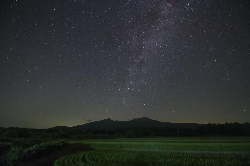 鳥海山と星空B.jpg