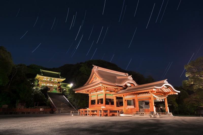 鶴岡八幡宮と星空B.jpg